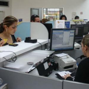 Cambio de dólares en bancos de Colombia